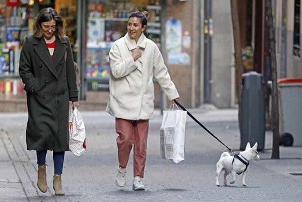 Sandra Barneda y Nagore Robles por las calles de Madrid en una imagen de archivo/Gtres