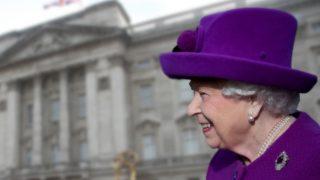 Isabel II en un fotomontaje de Look / Gtres