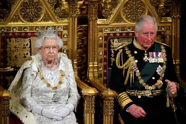 Carlos de Inglaterra y la reina Isabel II