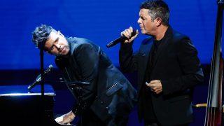 Alejandro Sanz y Pablo López durante un concierto/GTres