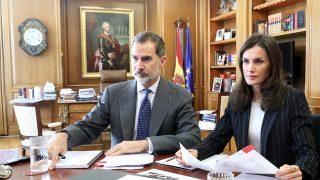Los Reyes durante una reunión en  el despacho de don Felipe / Casa de S.M el Rey