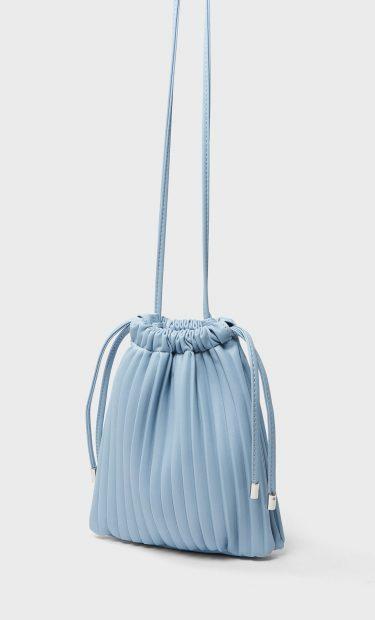 Así será el bolso del verano, tipo saco y de colores claros