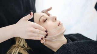 El acné afecta la piel de millones de personas en todo el mundo