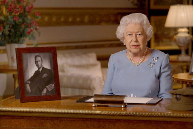Los motivos tras la histórica y sorprendente 'retirada' de la reina Isabel