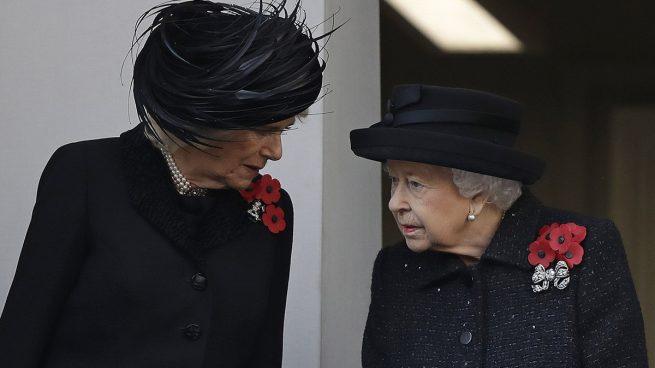 Los zascas de Camilla Parker ante la 'retirada' de la reina Isabel