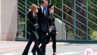 Salida del tanatorio de Alessandro, Ana y la novia de Alex / Gtres