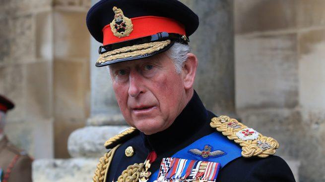 El día que Carlos de Inglaterra 'perdió los papeles' y 'reventó' un lavamanos