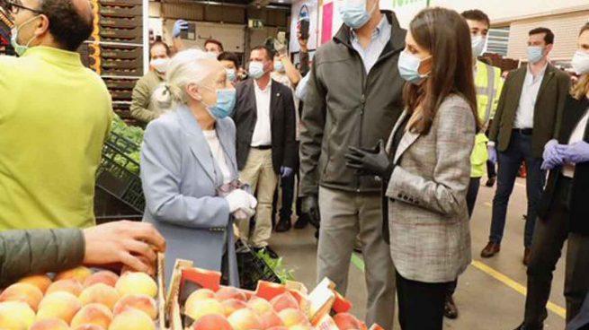 Los reyes Felipe y Letizia durante su visita a Mercamadrid / Casa Real
