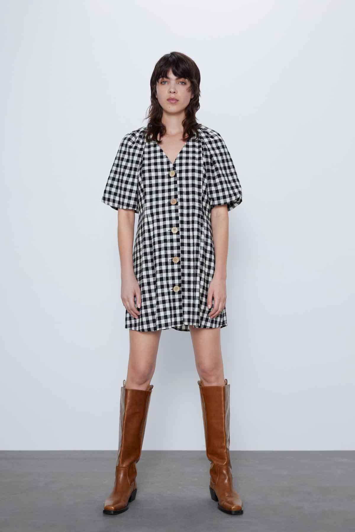 Vestido estampado vichy blanco y negro de Zara / Zara