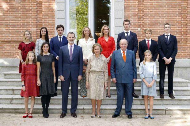Esta es la última imagen que hay de la infanta Cristina y sus hijos junto al resto de la familia, fue tomada por el 80 cumpleaños de doña Sofía y en aquel momento Urdangarin ya cumplía condena en la cárcel de Brieva / GTRES