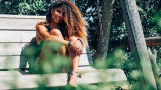 Descubre el curly girl method y luce rizos más definidos