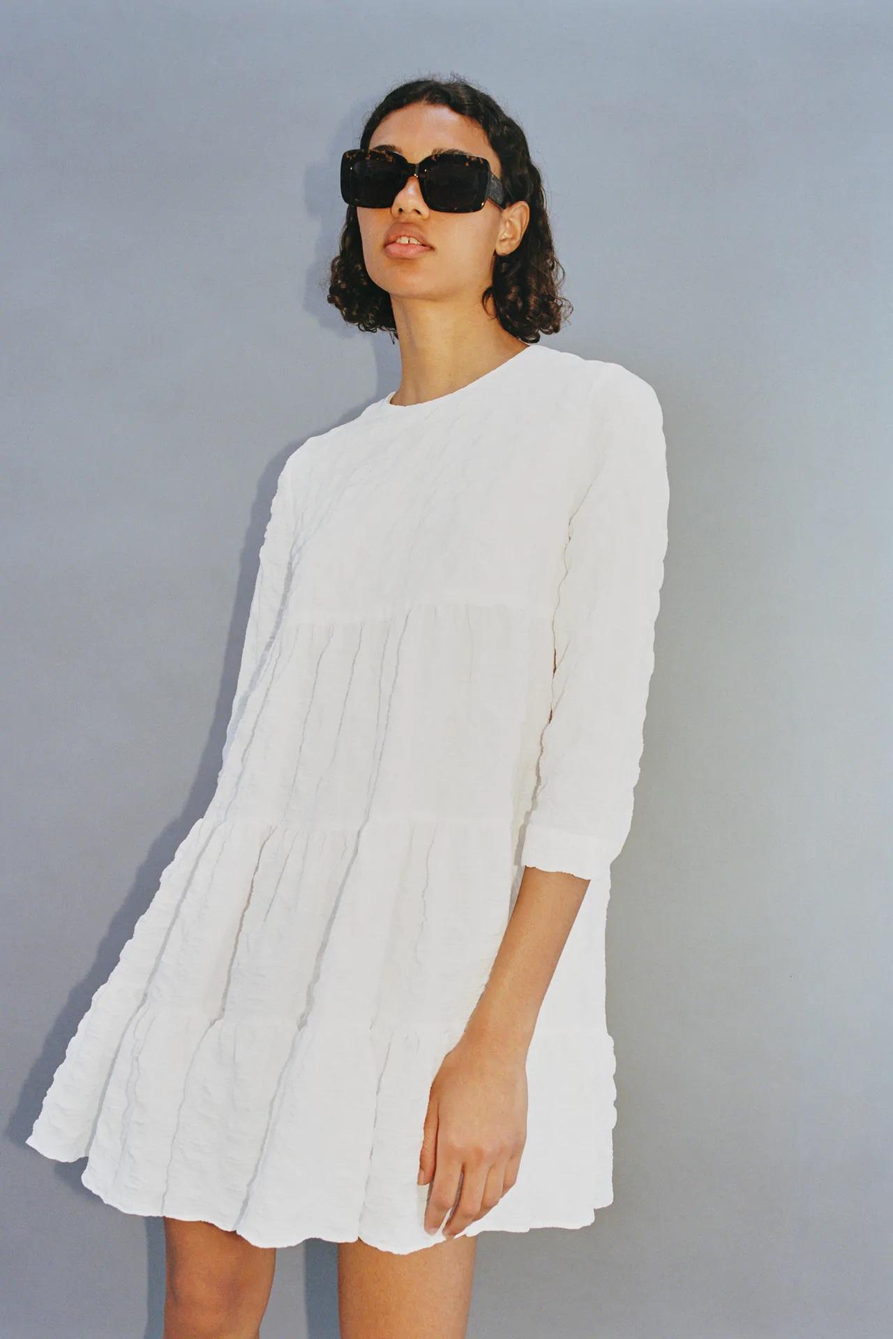 La infanta Sofía hace que se agote este vestido blanco de Zara