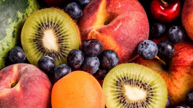 Frutas Kiwi, melocotón, arándanos