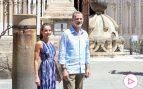 El Rey eclipsa a Letizia en Sevilla con una peculiar elección de estilo