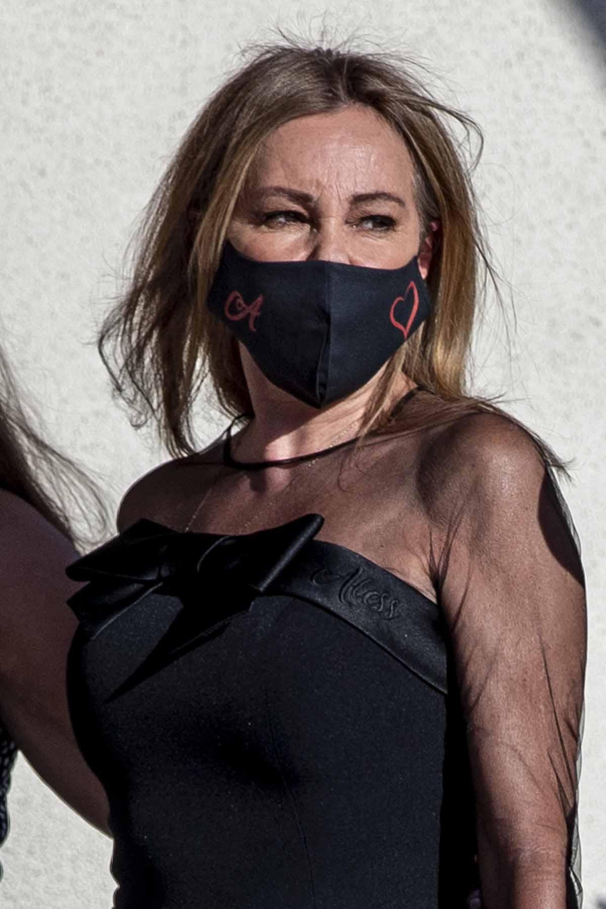 Ana Obregón lució un vestido que llevaba el nombre de su hijo bordado encima del corazón / GTRES