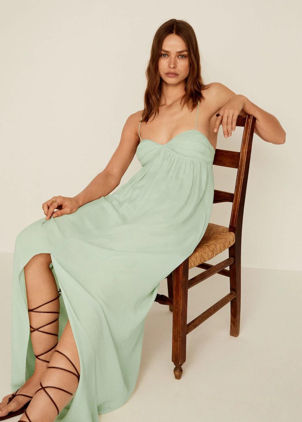 Mery Turiel tiene el vestido largo de Mango rebajado digno de una diosa griega que resalta el bronceado