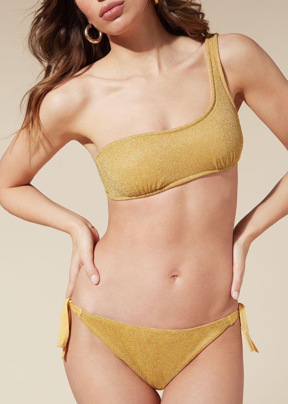 Este es el bikini de Sara Carbonero que te hará brillar con luz propia