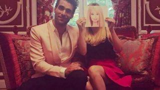 Jon Kortajarena y La Vecina Rubia posan para todos sus seguidores / Instagram