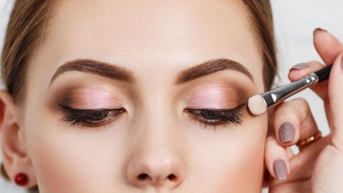 Maquillaje con mascarilla: 3 trucos para hacer los ojos más grandes
