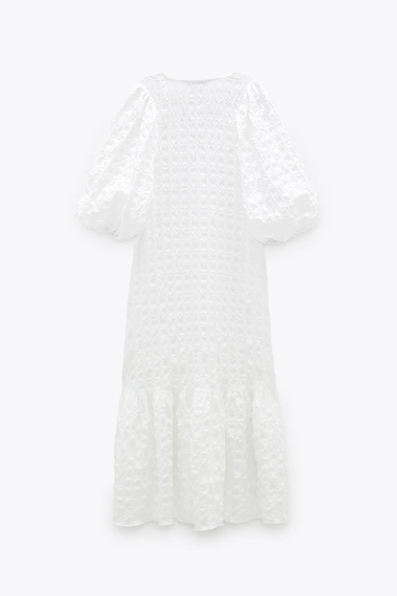 Este es el vestido blanco de Zara que todo el mundo quiere tener en su armario