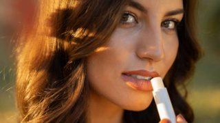 Conoce los mejores bálsamos labiales con protección solar
