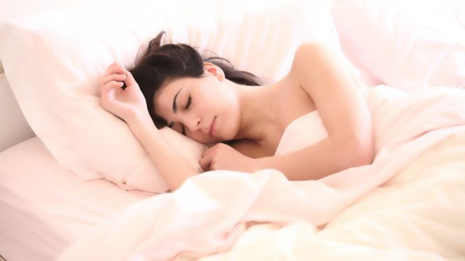 Estos son los mejores consejos para dormir mejor por la noche en verano