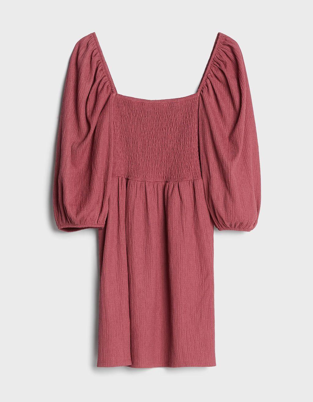 Este vestido babydoll de Bershka alarga las piernas y estiliza la figura