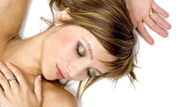 Las terribles consecuencias para la piel de dormir maquillada