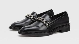 Estos son los mocasines con cadena inspirados en Gucci que vende Stradivarius