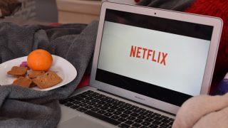 Estas son las mejores series Netflix españolas para ver en pareja