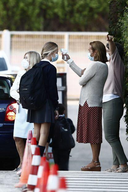La princesa Leonor ha tenido que tomarse la temperatura antes de entrar al colegio / GTRES