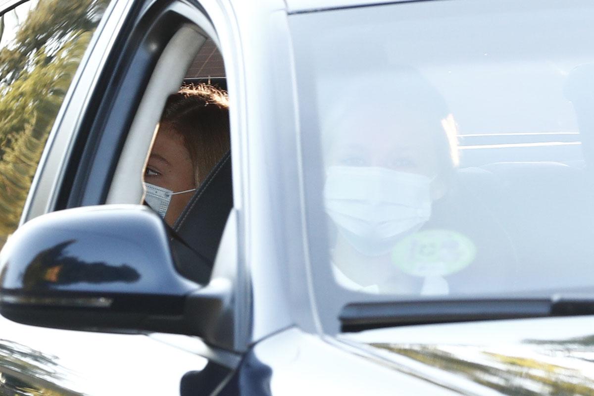 La infanta Sofía ha acompañado a su hermana en su primer día de colegio aunque ella no empieza hasta el viernes y ha preferido no bajarse del coche / GTRES