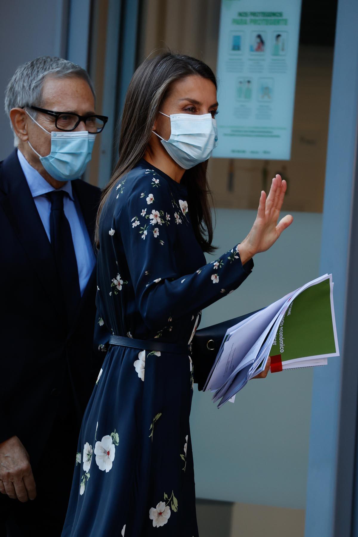 Doña Letizia a su llegada a la reunión con la Asociación Española contra el cáncer / GTRES