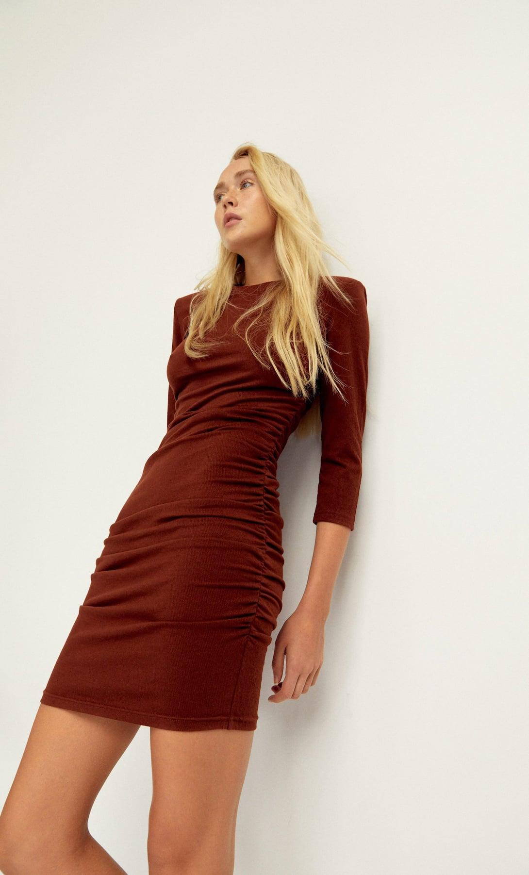 Stradivarius tiene el vestido de punto que hace tipazo a la venta por 17,99 euros