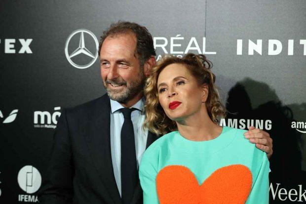 Luis Gasset junto a su pareja, Ágatha Ruiz de la Prada, en su último desfile / GTRES