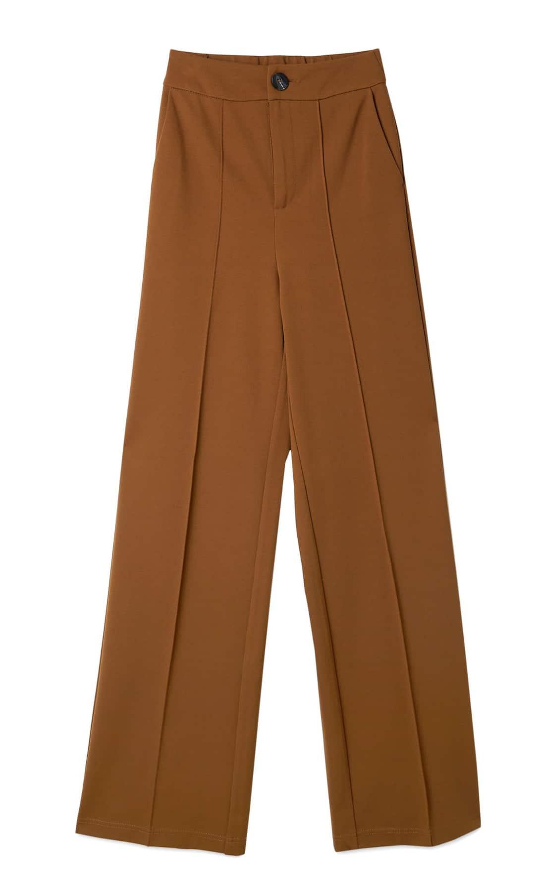 Este es el pantalón de Stradivarius que alarga las piernas perfecto para volver a la oficina