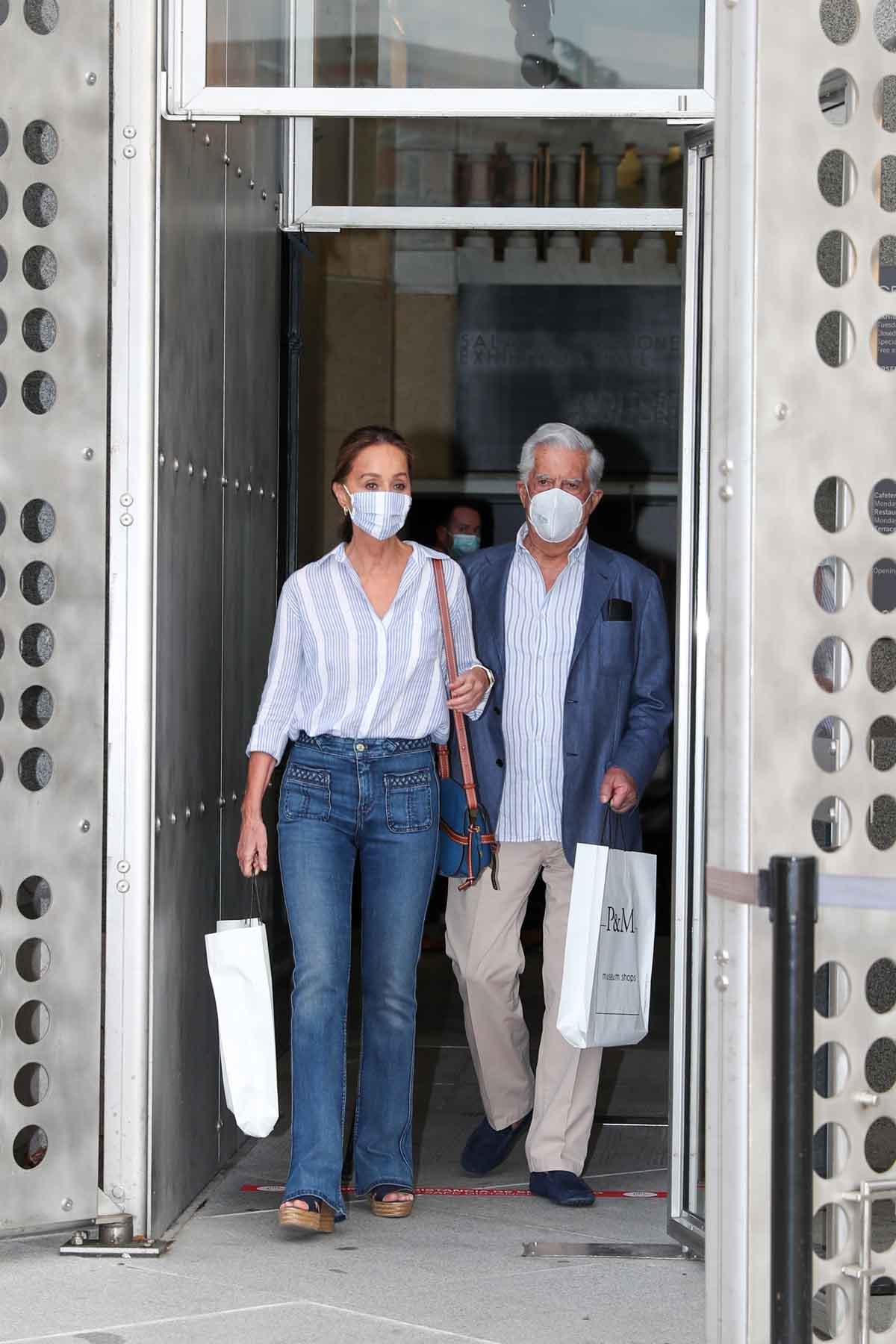 Isabel Preysler y Mario Vargas Llosa tras visitar la exposición de Botero en Madrid / GTRES