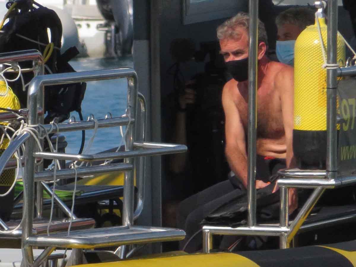 Fernando Simón bucea en Mallorca con Jesús Calleja mientras la situación empeora