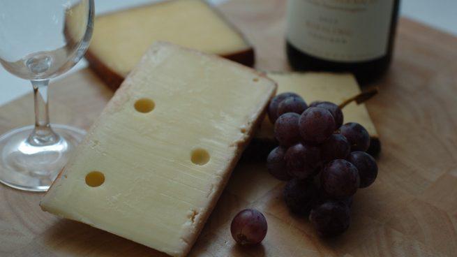 5 quesos para maridar con un vino blanco nacional