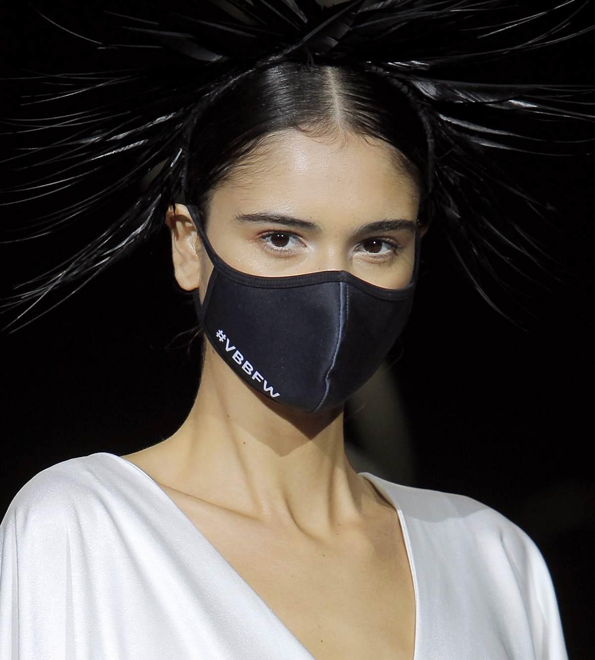 Novias con mascarilla: ¿Nueva tendencia en moda nupcial?