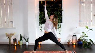 Esta es la rutina de yoga perfecta para acabar con las piernas cansadas
