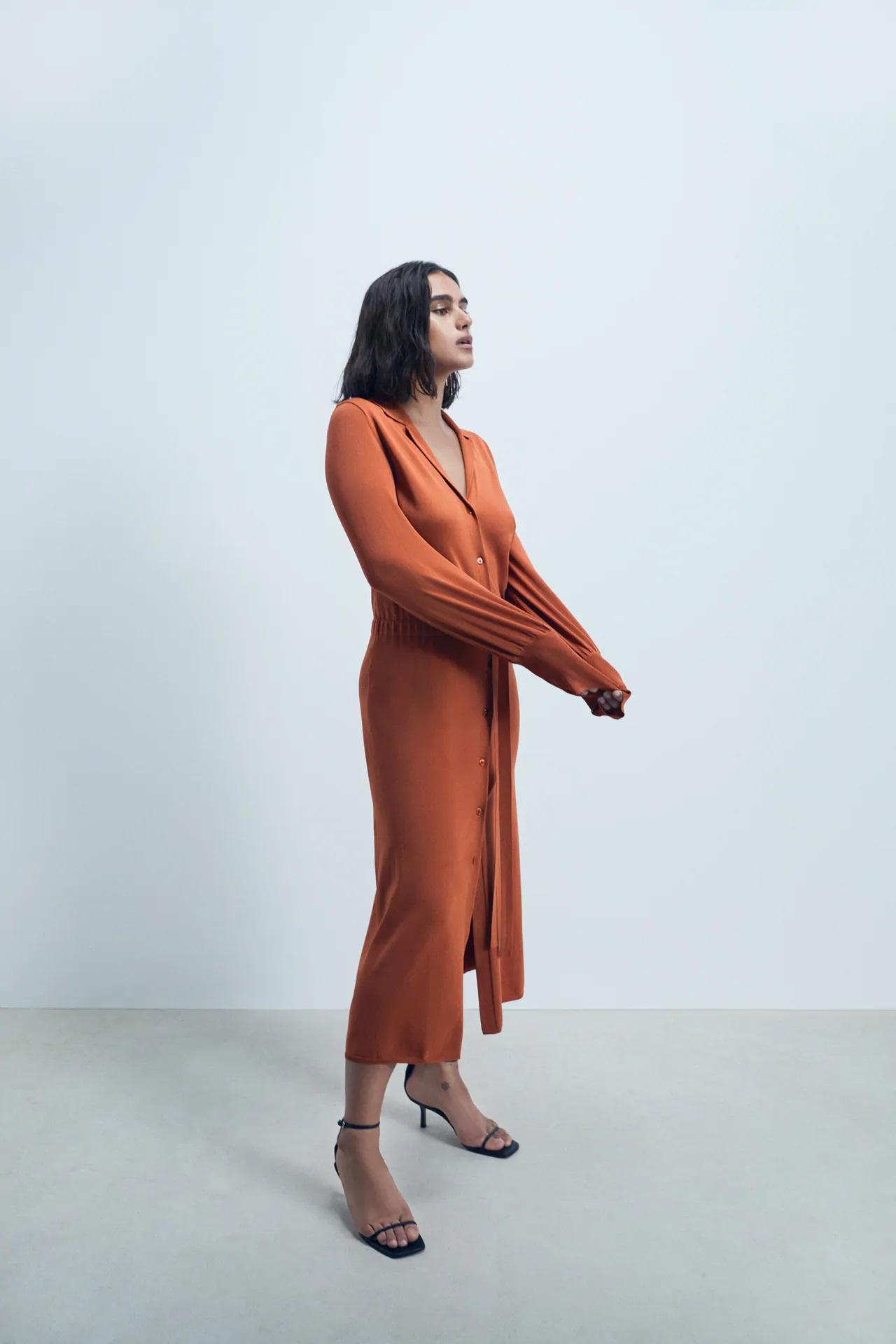 Este es el vestido camisero de Zara que sirve como chaqueta, un 2 en 1 perfecto para el otoño