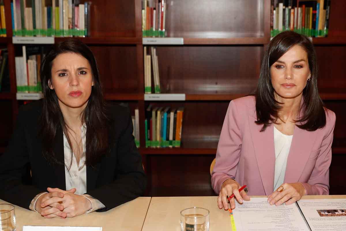 Irene Montero junto a la reina Letizia el pasado mes de marzo / GTRES