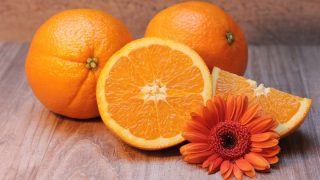 Esta mascarilla casera de naranja y avena es perfecta para la piel grasa
