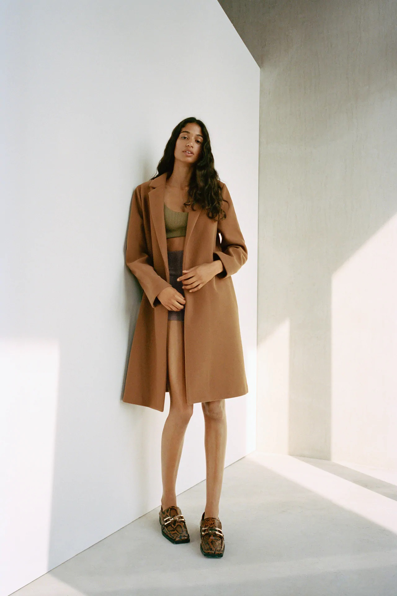 Zara tiene el abrigo low cost perfecto para los primeros días de frío a la venta por 29,99 euros