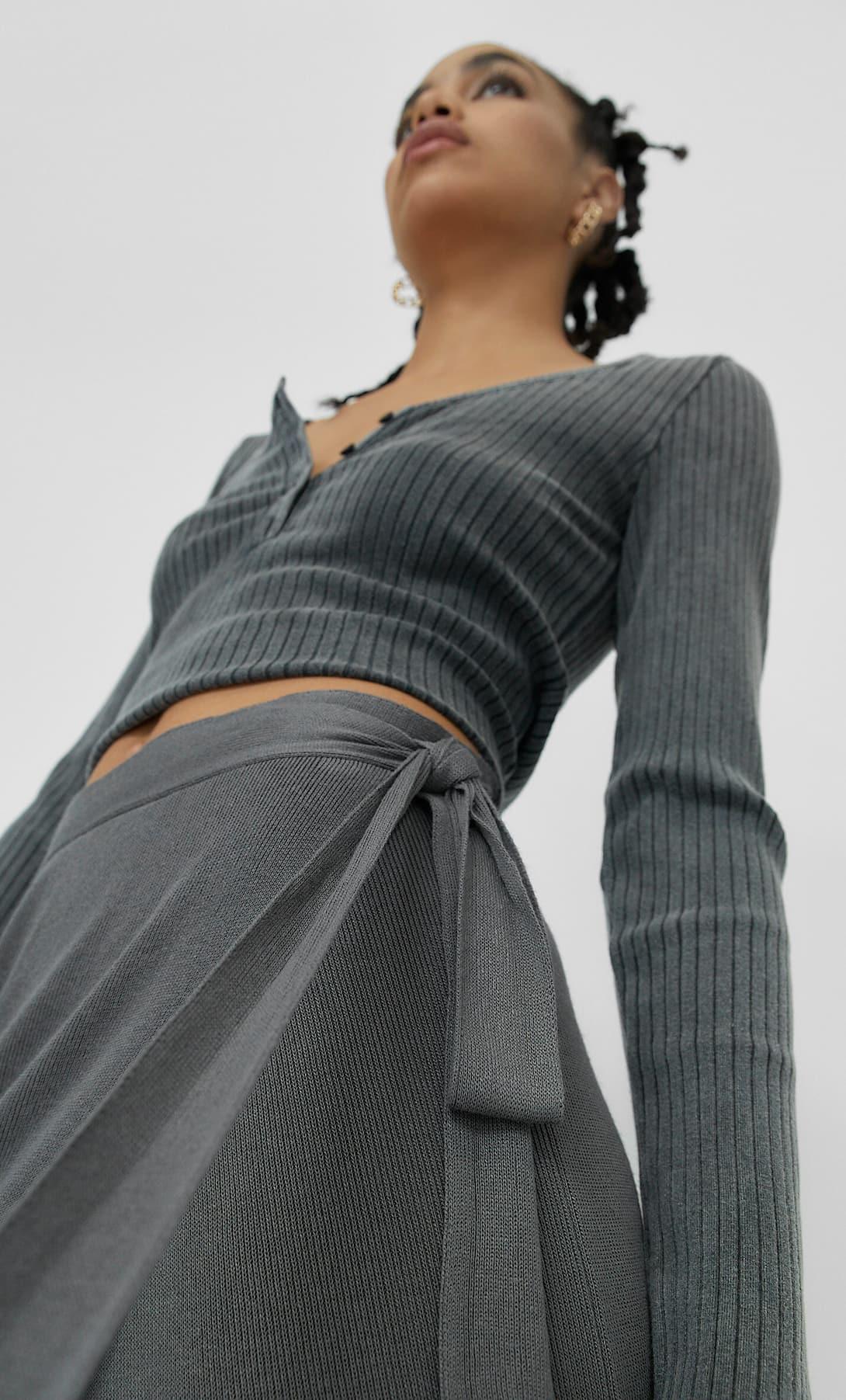 Stradivarius tiene la falda pareo midi que mejor queda y combina con todo