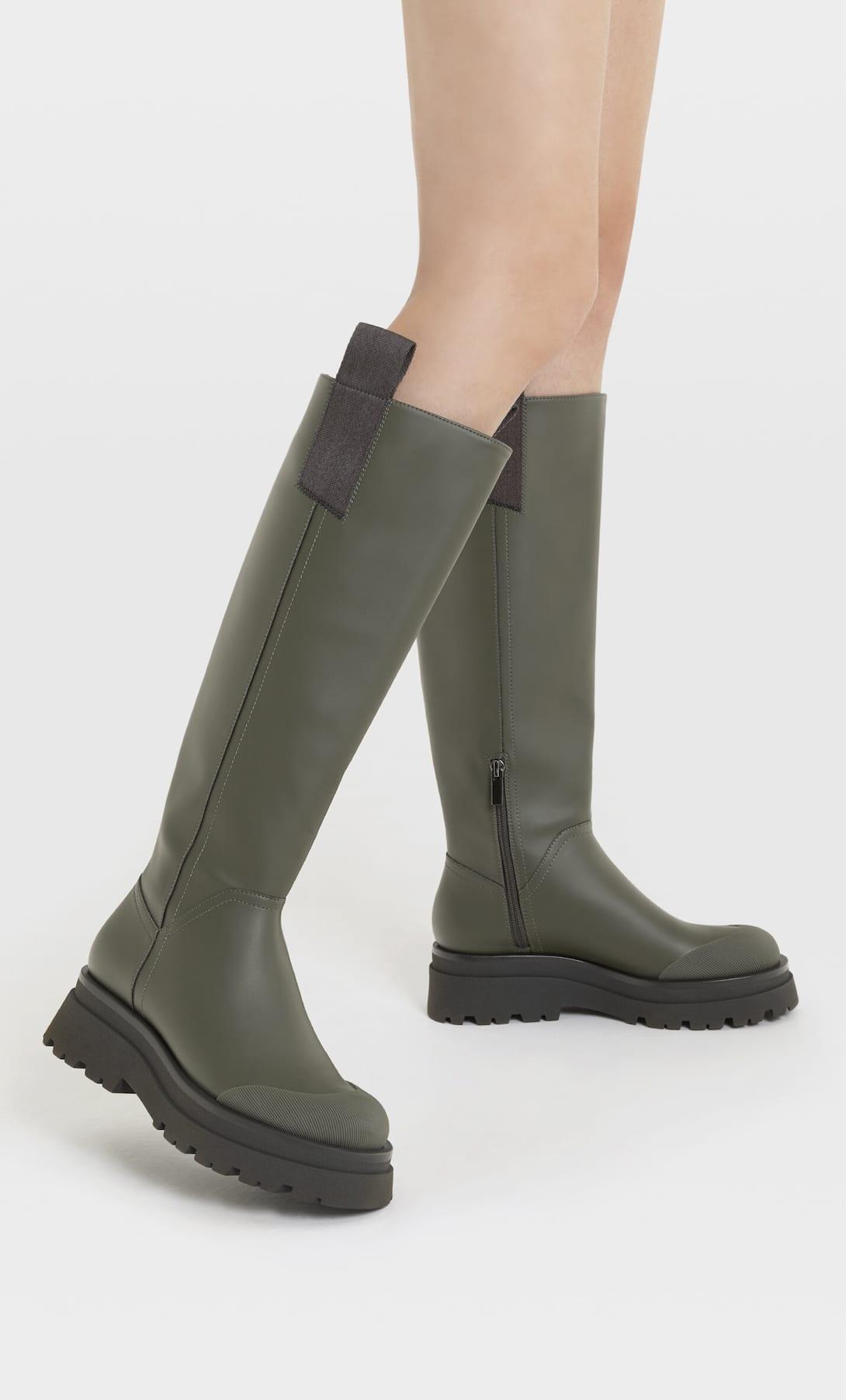 La alternativa al éxito de ventas de Zara, las botas de agua de Stradivarius con descuento