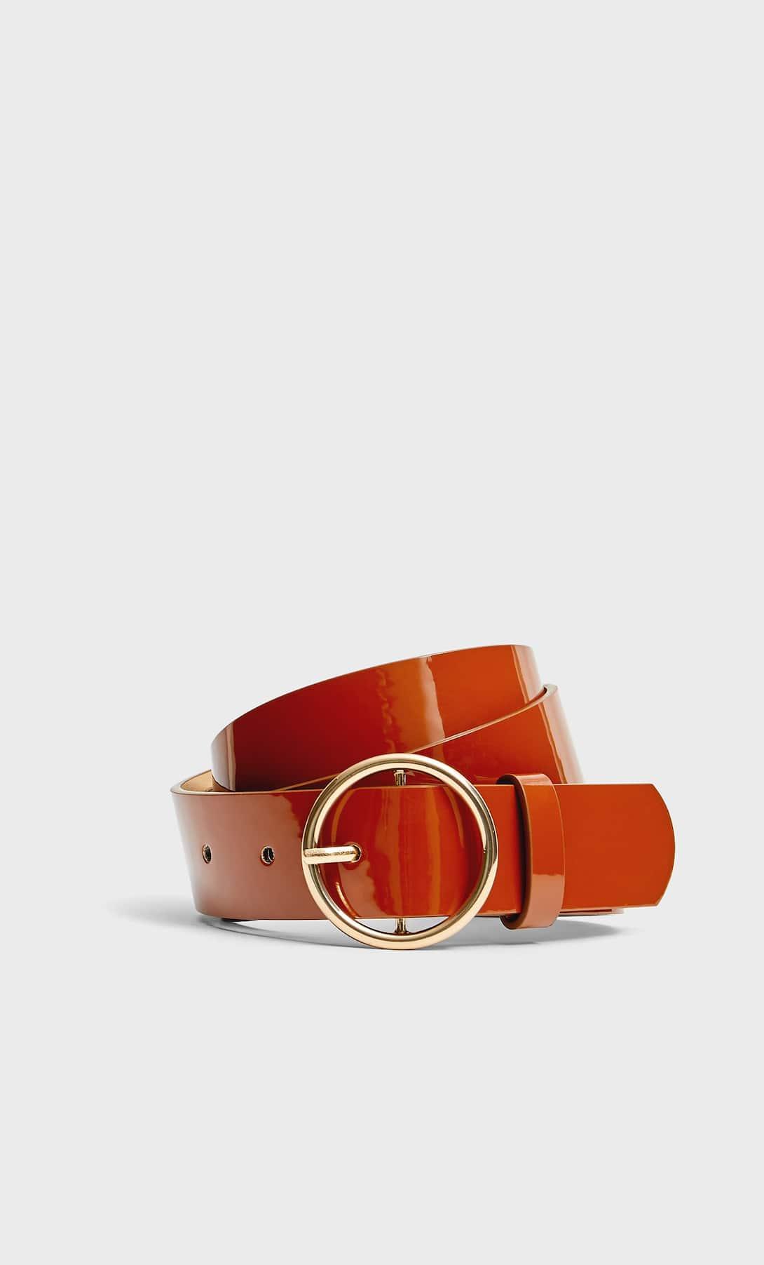 Stradivarius vende el vestido midi boho que más triunfa este otoño por menos de 30 euros