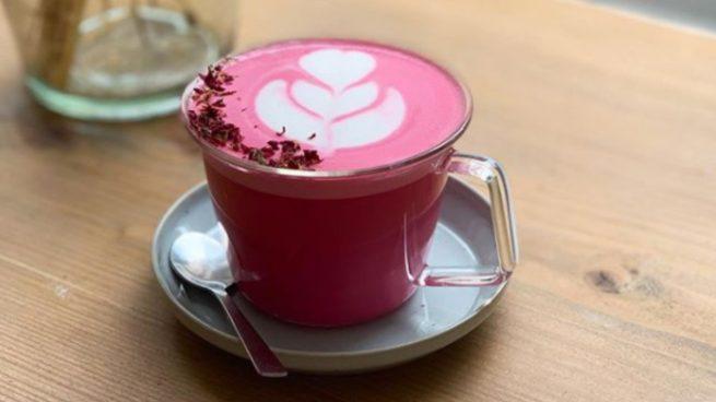 El café rosa se impone como nueva bebida saludable que potencia la belleza
