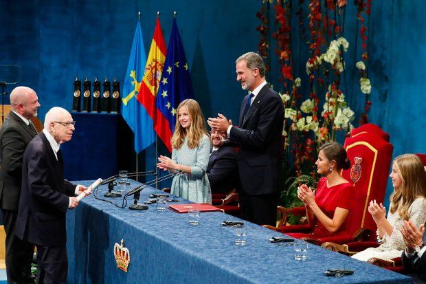 El Rey Felipe VI, la reina Letizia, la princesa Leonor y la infata Sofía en los Premios Princesa de Asturias 2019/Gtres